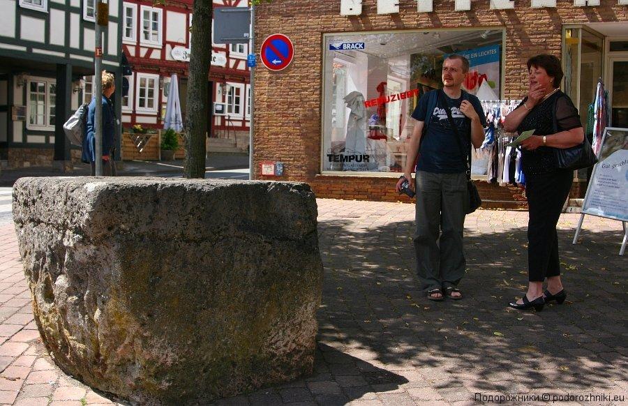 Юра и Фрау Анна у камня из легенды