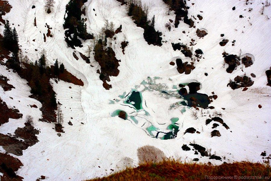 Озеро в снегу