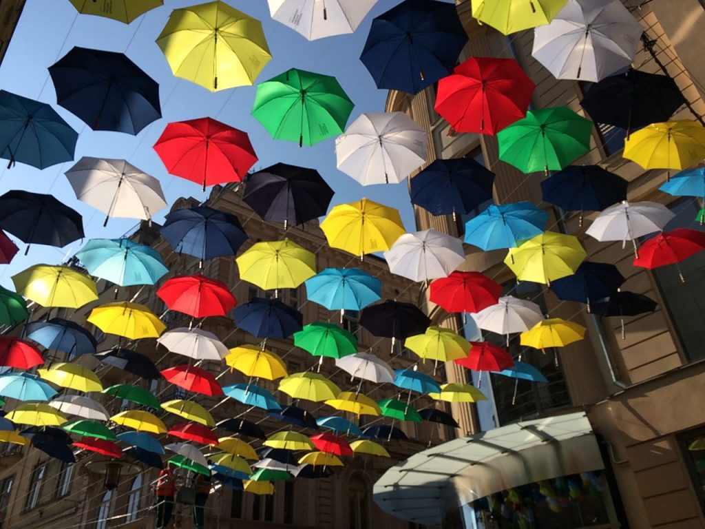Зонтики в Брно как символ осени