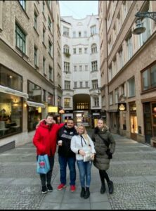 Экскурсия в Брно: Михаил и семья